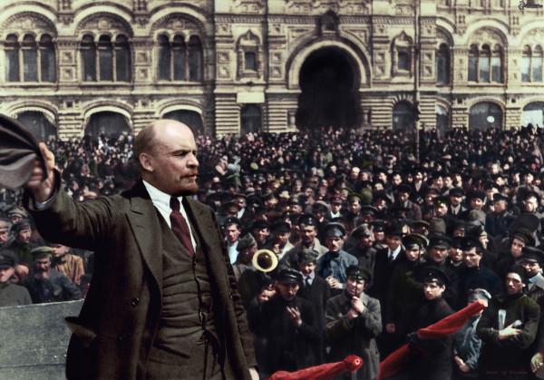 Ленин произносит речь на параде Всевобуча
