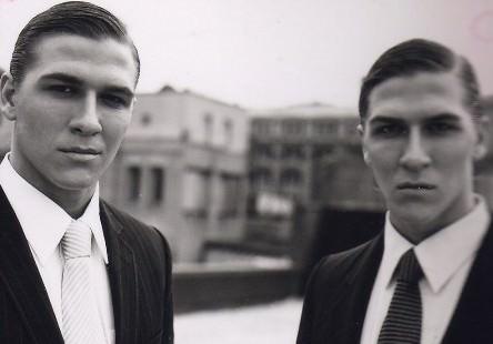 Это - Дэвид Кох и Фредерик Кох, гангстеры. 1959