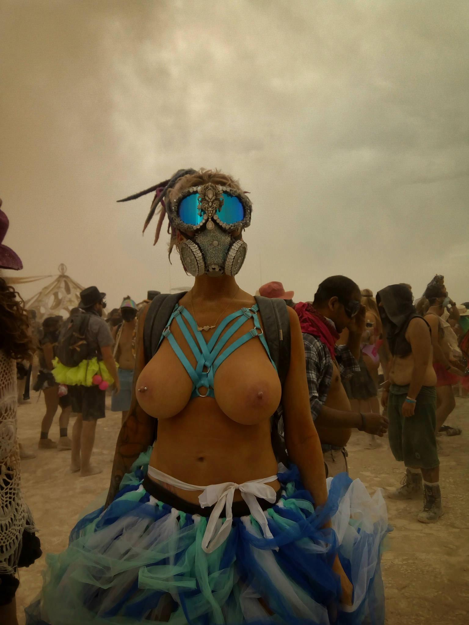 Пыльные бабы на Burning Man