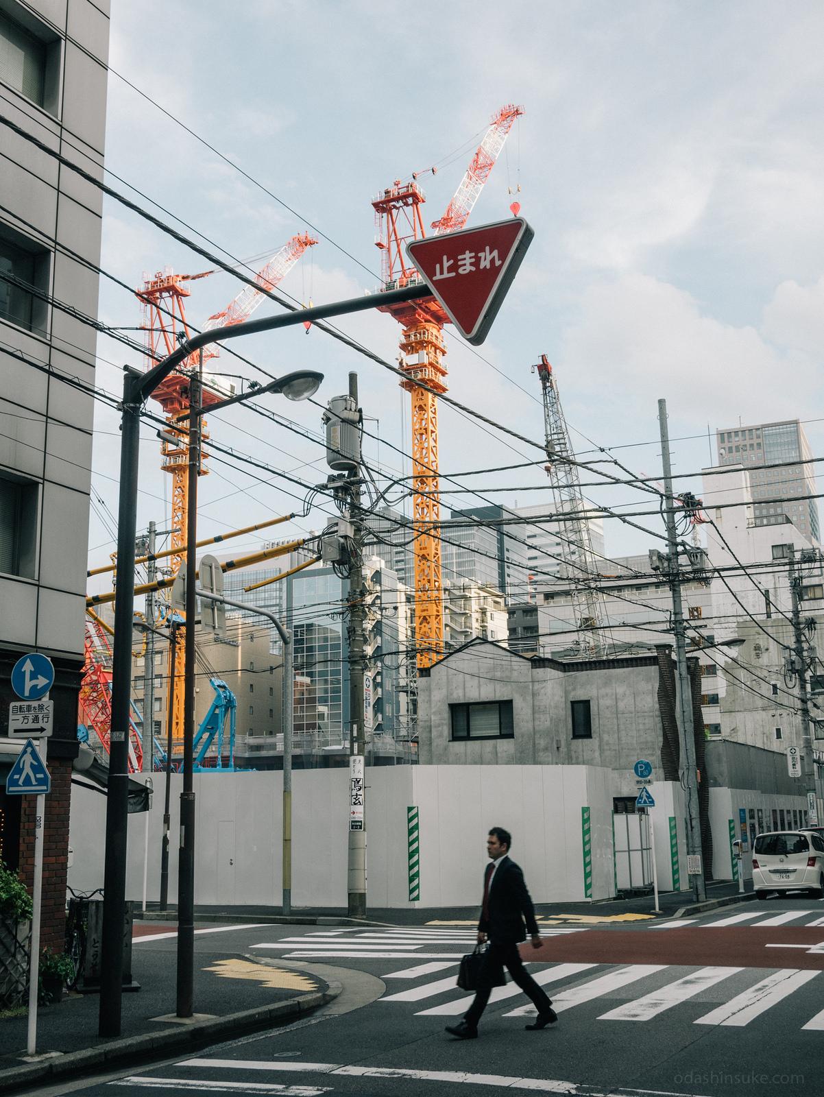 Заметьте, в Японии башенные краны совсем другие.