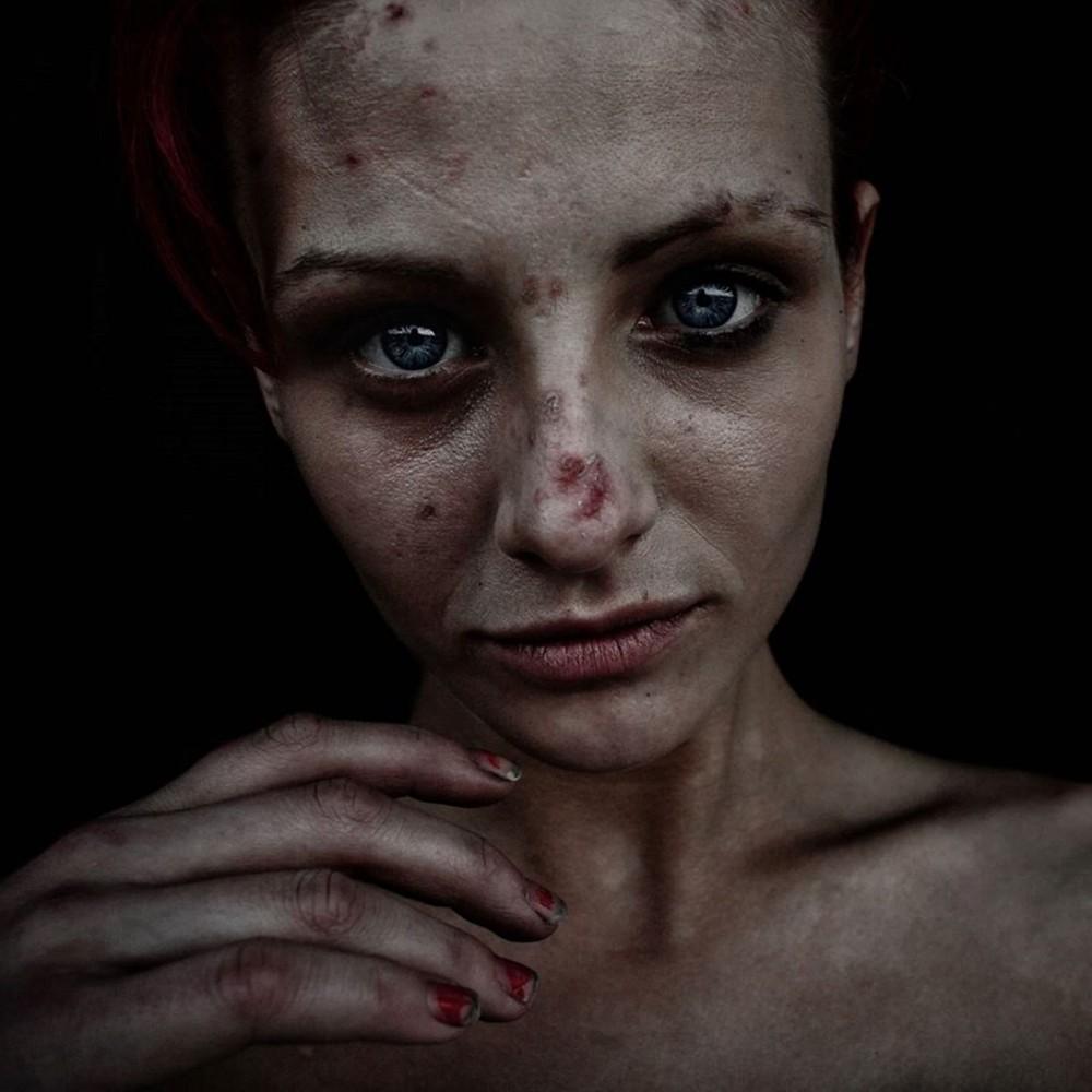 Хейли. 17 лет. Родилась в  тюрьме. Сидит на мете.