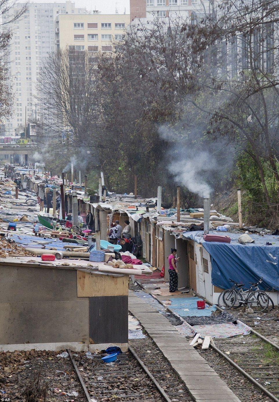 Это цыгане и это Париж.