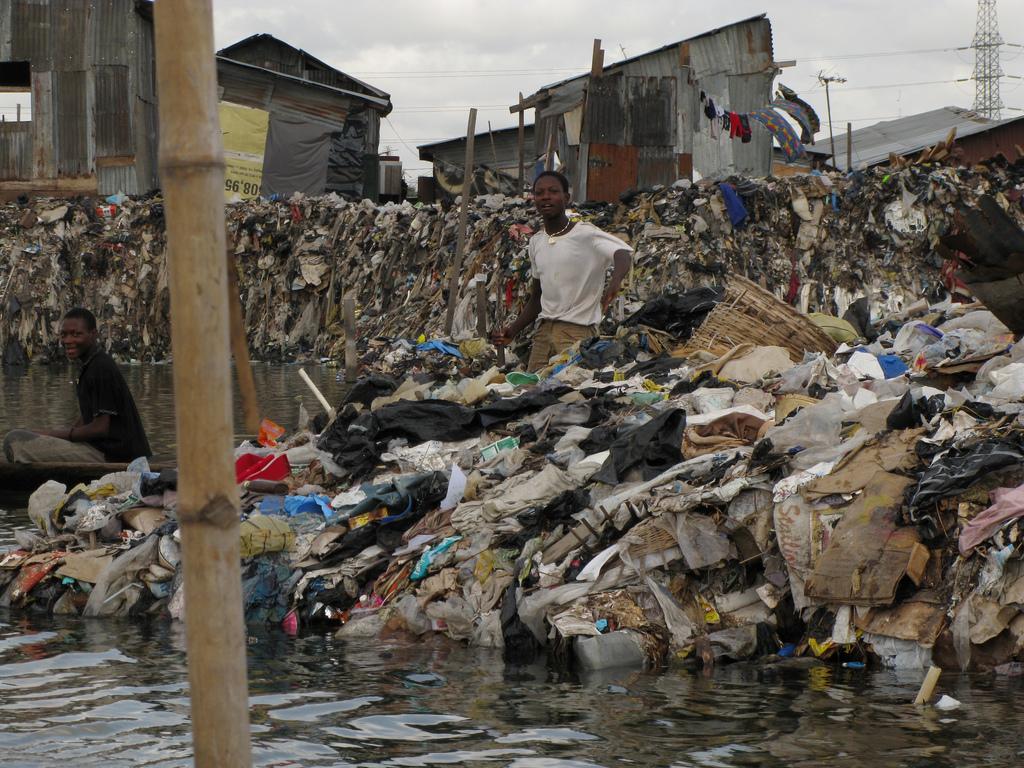 Жизнь в трущобах в Нигерии.