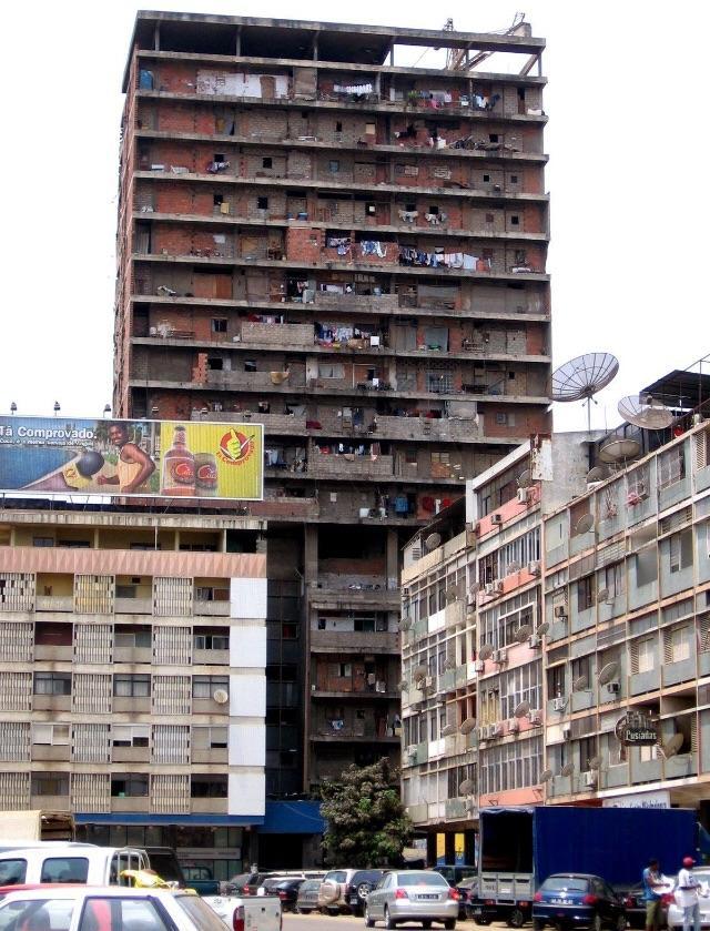 Луанда, Ангола. Да, там живут люди.