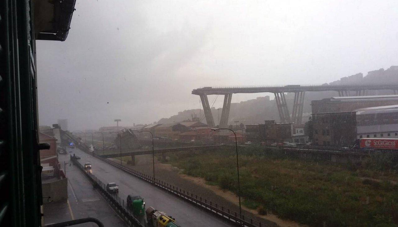 Только что. Генуя. Мост. Жертвы. будет, обновляться, будут, новые, фотографииДа, такой, кусок, пролета, просто, рухнул, внизС, другого, ракурсаА, таким