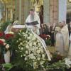 Архиепископ Сан-Францисский и Западно-Американский Кирилл читает разрешительную молитву над усопшей