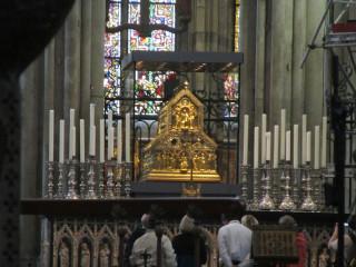 Золотой ковчег с мощами трех волхвов