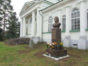 Памятник Петру Первому в селе Сомино