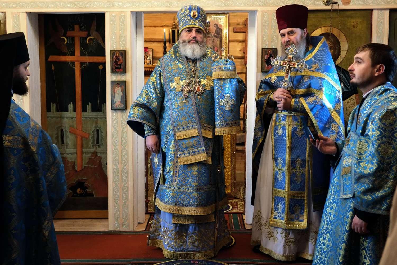 Еписков Мстислав поздравляет с праздником прихожан