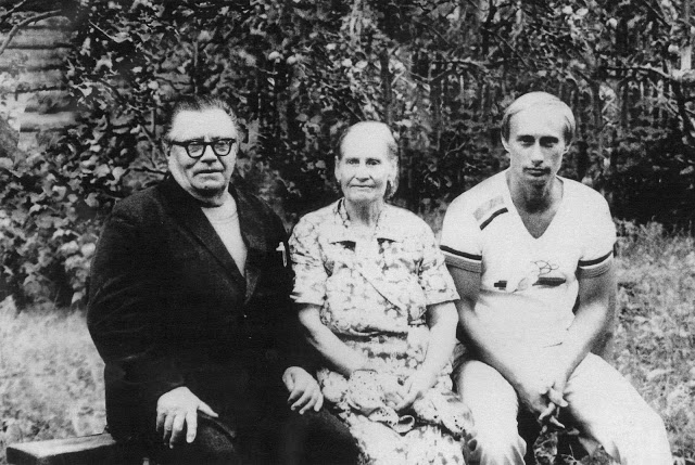 Vladimir-Putin-with-his-parents-Maria-and-Vladimir-just-before-his-departure-to-Germany-in-1985
