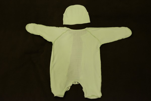 2m_lightgreensleepsuitandcap_3_back.JPG