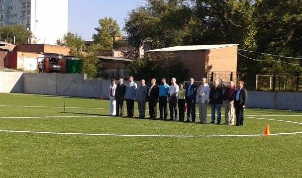 Мэр, и прочая шваль.... Открывают детское футбольное поле..
