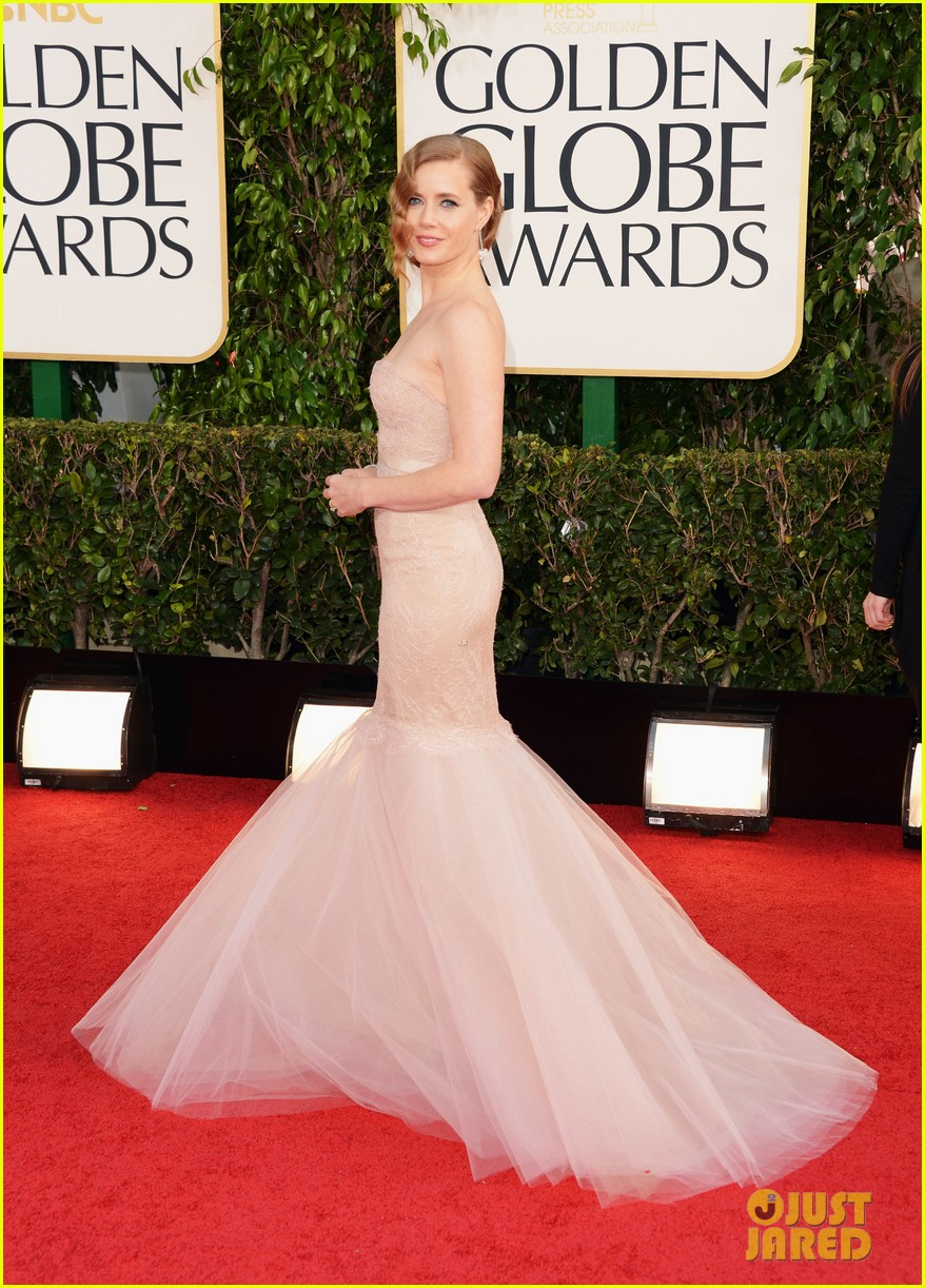 amy-adams-golden-globes-2013-red-carpet-03