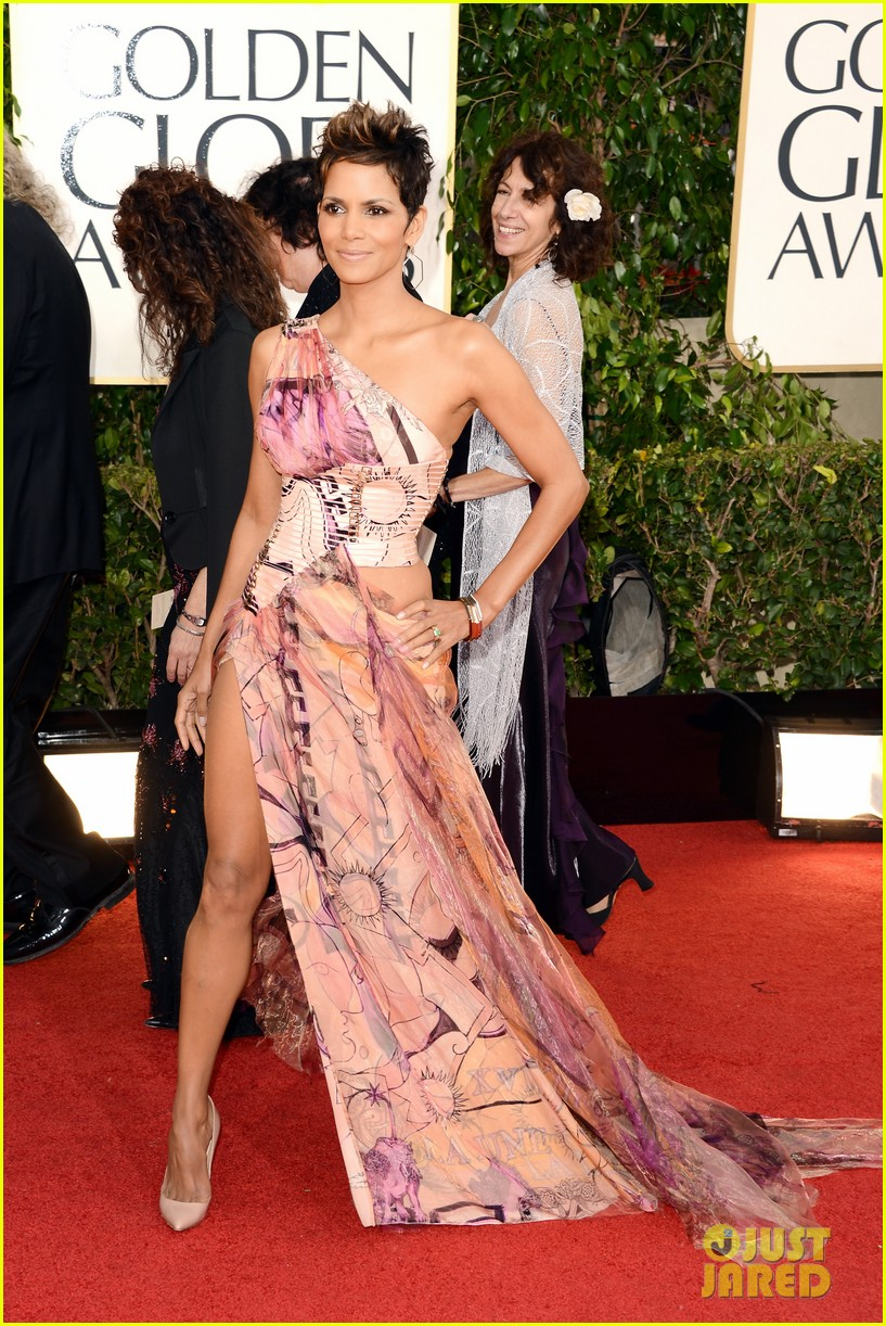 halle-berry-golden-globes-2013-red-carpet-03