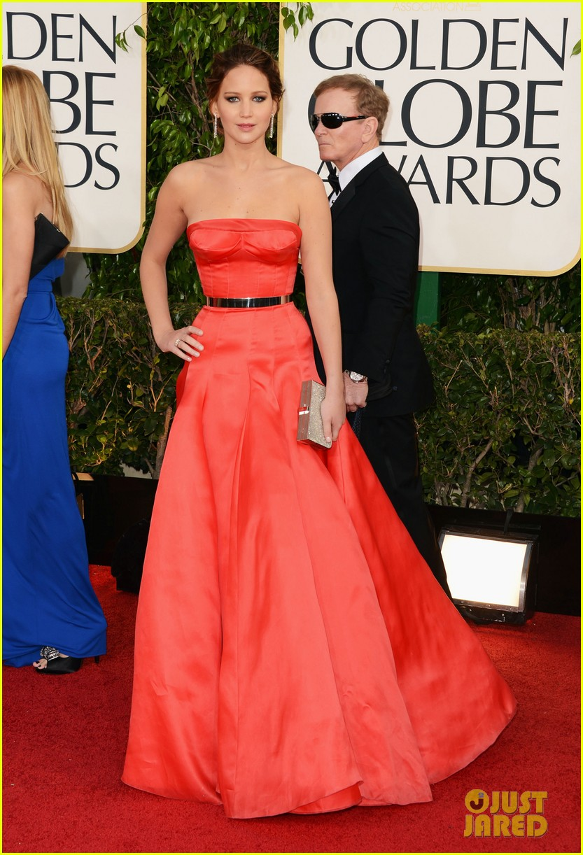 jennifer-lawrence-golden-globes-2013-red-carpet-01