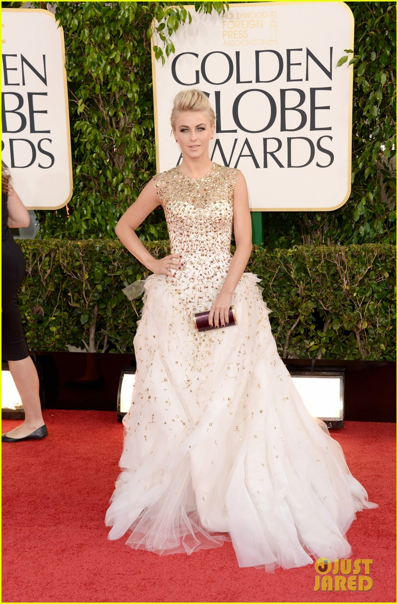 julianne-hough-ryan-seacrest-golden-globes-2013-red-carpet-01