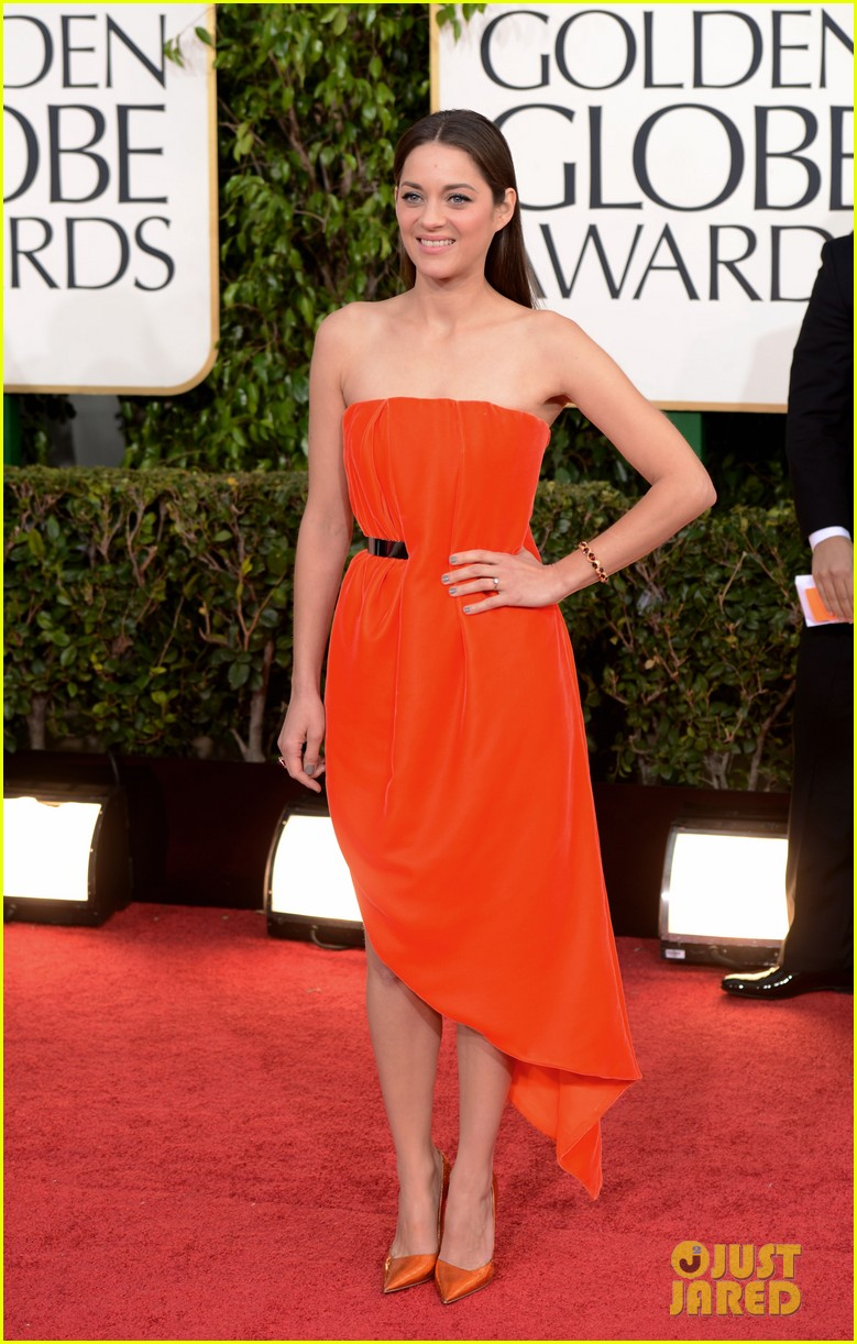 marion-cotillard-golden-globes-2013-red-carpet-01