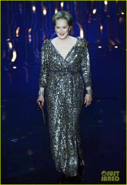 meryl-streep-oscars-2013-best-actor-presenter-01
