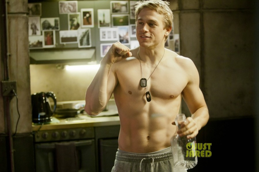 charlie-hunnam-shirtless-for-pacific-rim-exclusive-pic-01