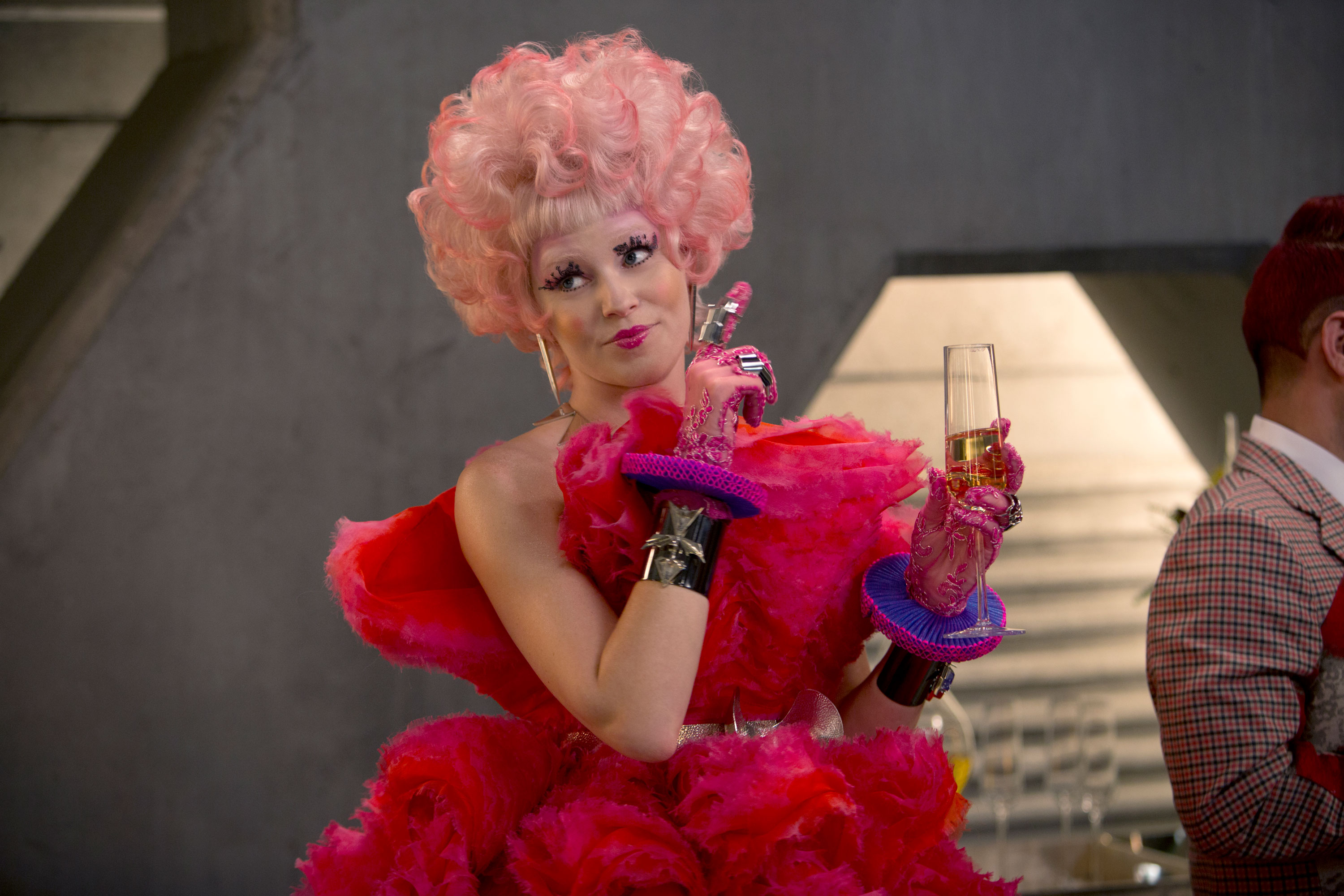 Effie-Trinket-Elizabeth-Banks-Pink-Hair-Hunger-Games-Catching-Fire-Official-Still-Photo