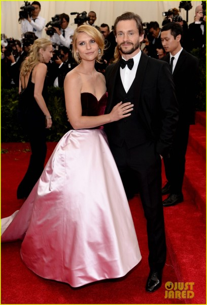 claire-danes-hugh-dancy-are-perfectly-picturesque-at-met-ball-2014-02