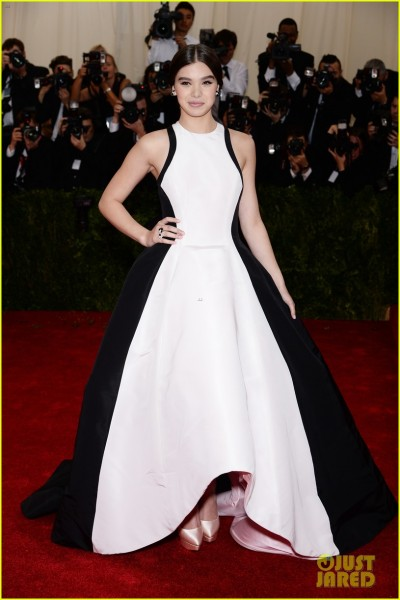 hailee-steinfeld-2014-met-ball-red-carpet-03