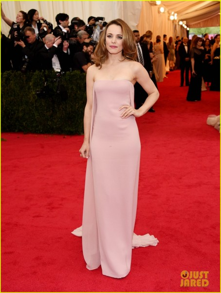 rachel-mcadams-goes-pale-pink-on-the-met-ball-2014-red-carpet-05