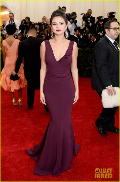 selena-gomez-taylor-swift-put-feud-rumors-to-rest-met-ball-05
