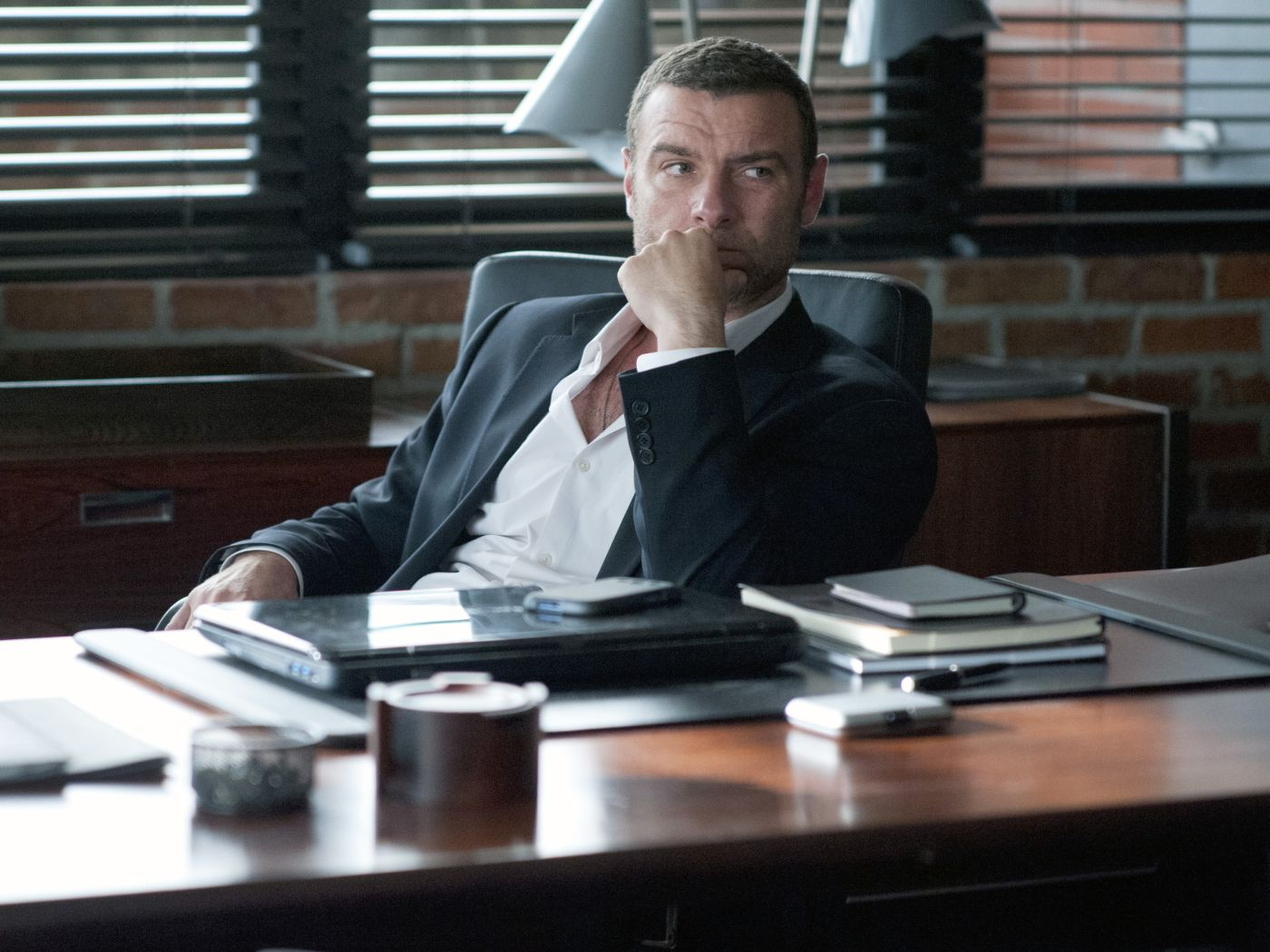 RAY-DONOVAN-1-©-2013-The-Mark-Gordon-Company