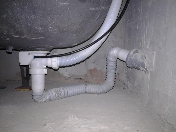 Как сделать слив для стиральной машины в канализацию?