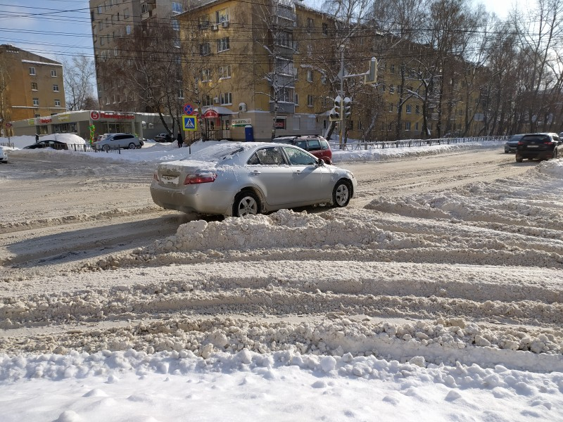 на перекрёстке Семинарской и Каширина