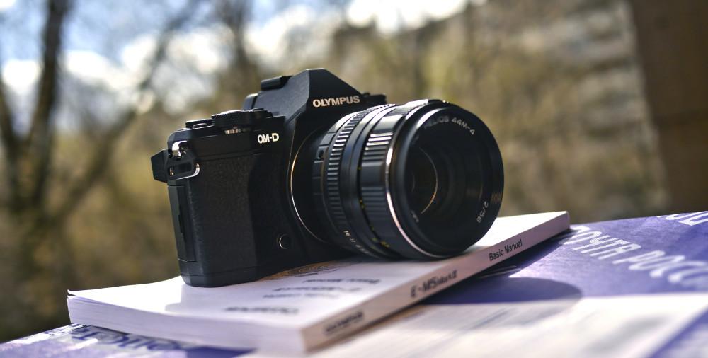 Свадьбы снимает на фотоаппарат