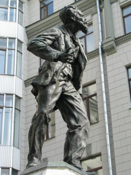 Памятник Воровскому