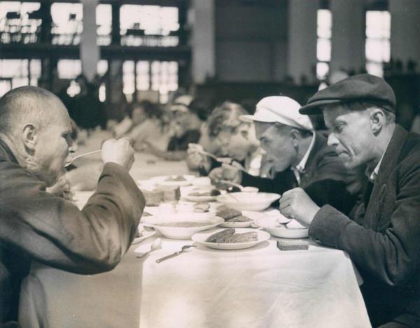 В заводской столовой 1936