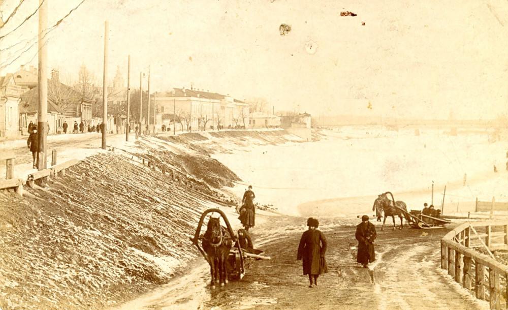 Зимник на льду реки Упа (1910-ее). Даже сто лет спустя после Потемкина зимние дороги в Тульской губернии представляли немалое испытание для путешественников