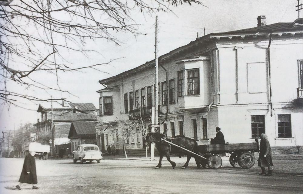 Клуб железнодорожников им.Парижской коммуны (фото 1969 года)