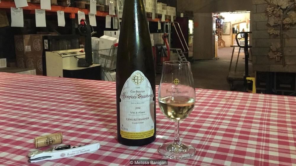 Перед тем, как попасть на стол, вино выдерживается в погребе Cave Historique des Hospices de Strasbourg от шести до 10 месяцев