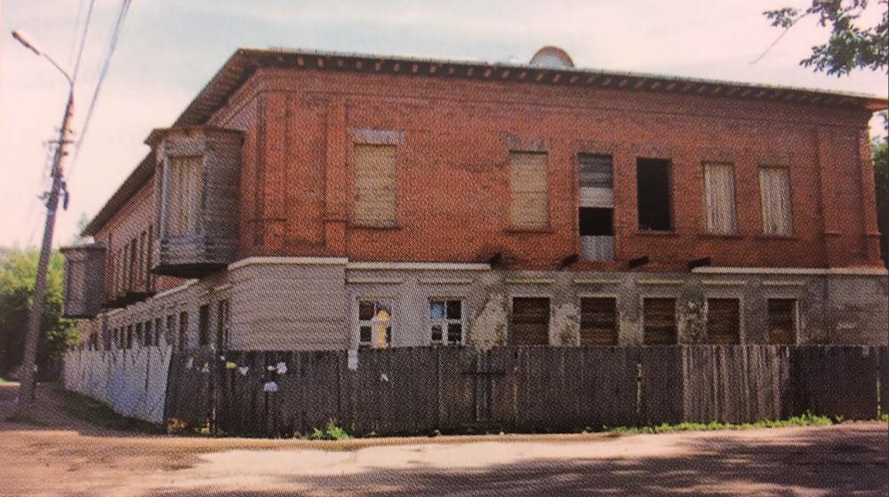 Здание в процессе реконструкции. Фото П.Иванова. 2009 год
