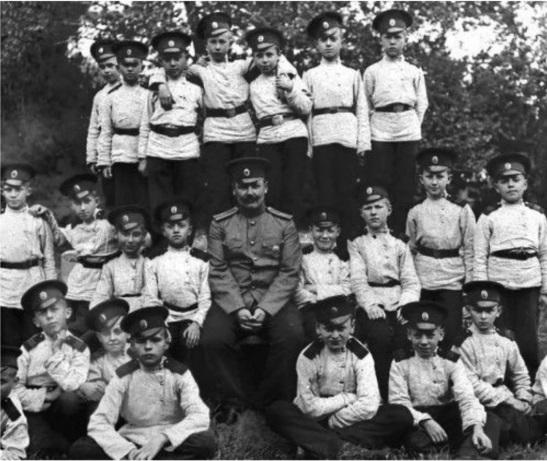 Кадеты Орловского кадетского корпуса в лагере (Орел, 1908)