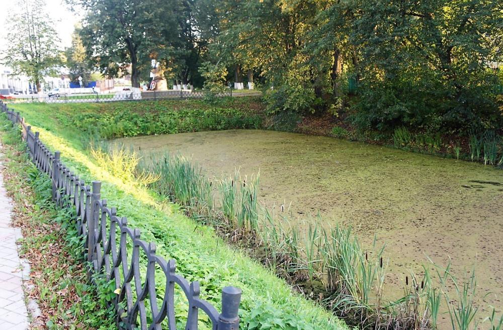 Пруд в центре Шуи - часть древнего крепостного рва, окружавшего местный кремль