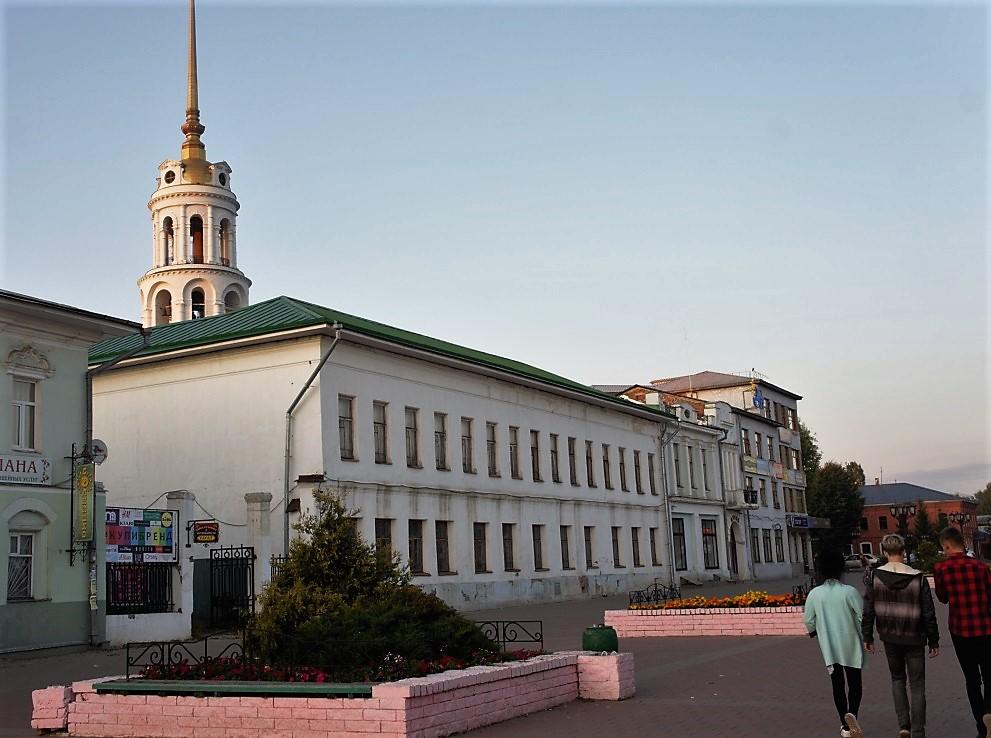 Музей им.М.В.Фрунзе, бывший винно-водочный магазин А.Листратова