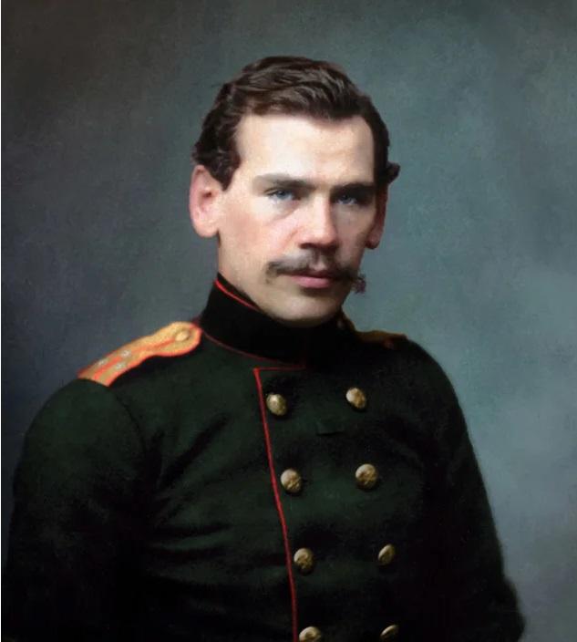 Поручик Лев Толстой. Фотография 1856 года (современная колоризация)