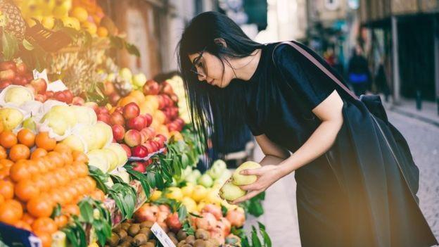 Большинство людей покупает слишком много еды