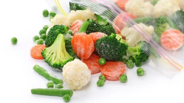 Овощи, фрукты и мясо можно долго держать в морозилке