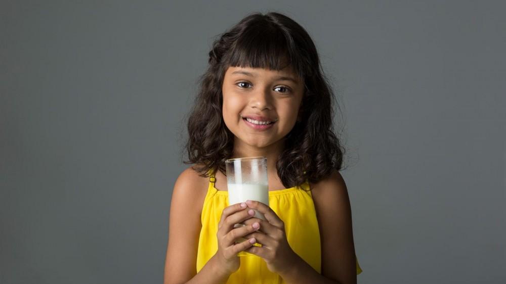 Специалисты предупреждают: мы не должны полагать, что альтернативы заменят детям натуральное молоко