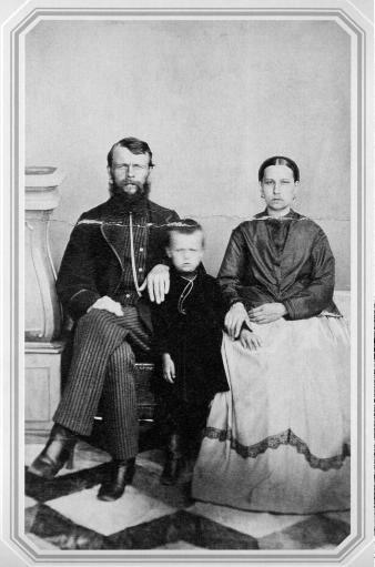Семья купца с Сенного рынка. Фото 1880-х гг.