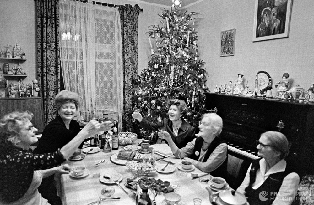 Кто придумал новогодний стол
