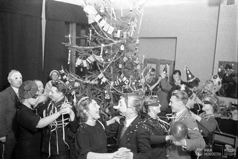 Новогодний вечер в одном из московских клубов. 1938 год