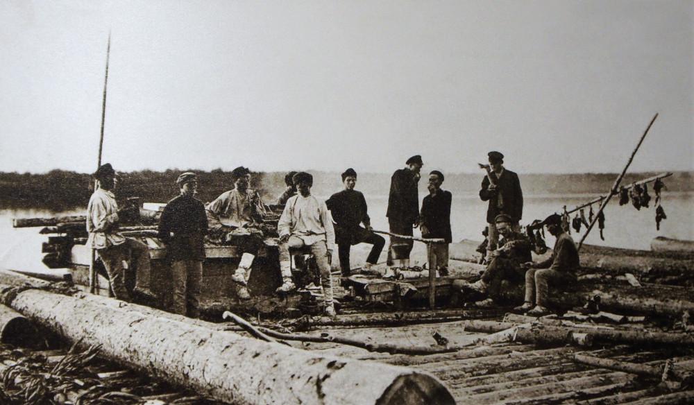 Окрестность слободы Кукарка. Бурлаки на реке Вятка