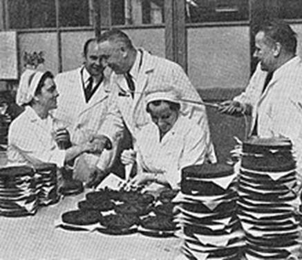 Первый секретарь ЦК ПОРП Эдвард Герек посещает шоколадную фабрику имени 22 июля (1972 год)